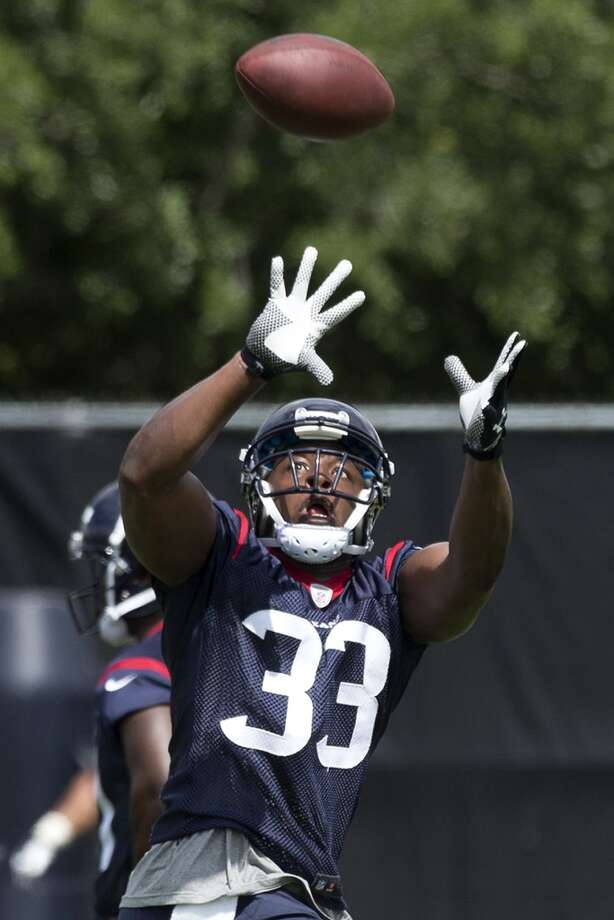 Texans running back Andre Brown reaches out to make a catch. Photo: Brett Coomer, Houston Chronicle