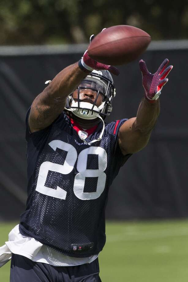 Texans running back Dennis Johnson reaches out to make a catch. Photo: Brett Coomer, Houston Chronicle