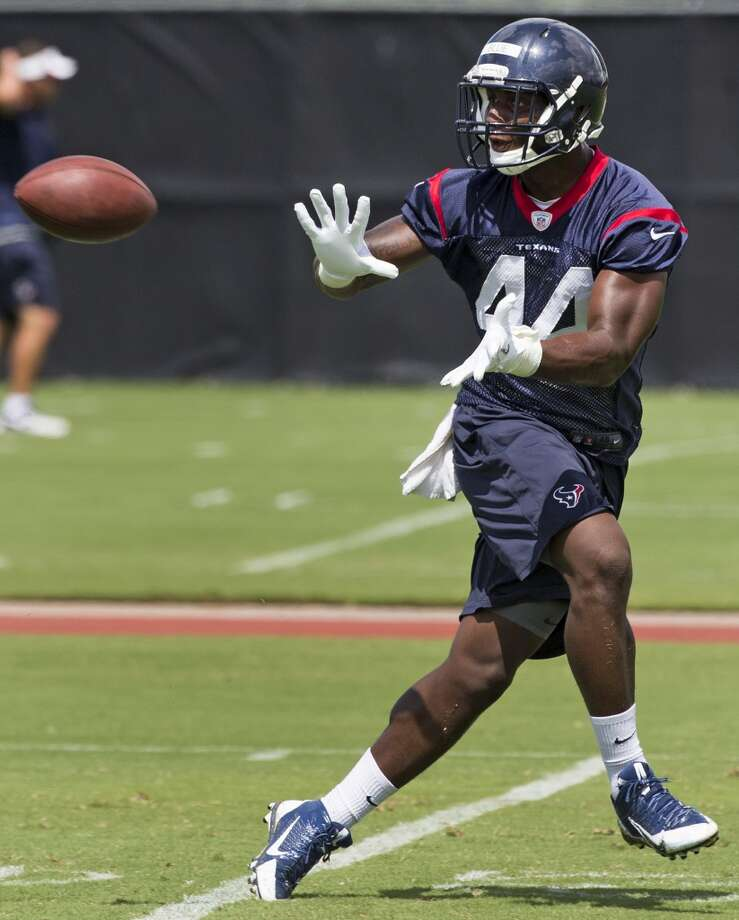Texans running back Alfred Blue reaches out to make a catch. Photo: Brett Coomer, Houston Chronicle