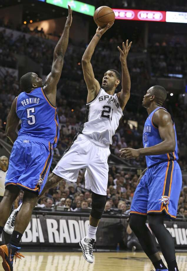 Tim Duncan splits Kendrick Perkins and Serge Ibaka for a jumper as the Spurs play the fifth game of the Western Conference Finals against the Oklahoma City Thunder on May 29, 2014. Photo: Tom Reel, San Antonio Express-News