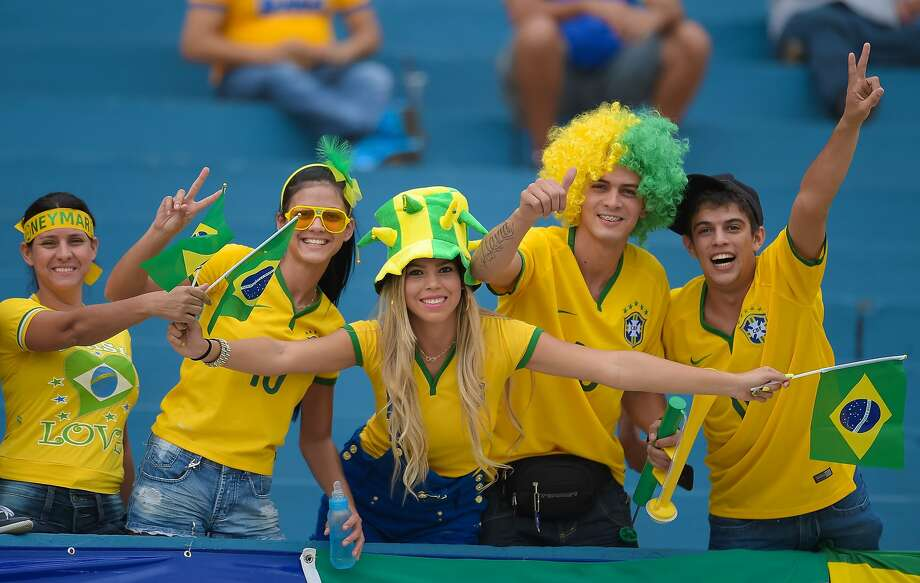Fans of Brazil pose for photo before the International Friendly Match between Brazil and Panama at Serra Dourada Stadium on June 03, 2014 in Goiania, Brazil. Photo: Buda Mendes, Getty Images