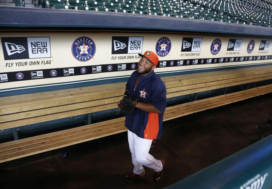 Jon Singleton walks through the dugout. Photo: Karen Warren, Houston Chronicle