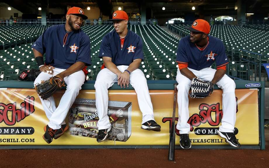 Jon Singleton, left, chats with teammates George Springer, center, and Dexter Fowler, right, during batting practice. Photo: Karen Warren, Houston Chronicle