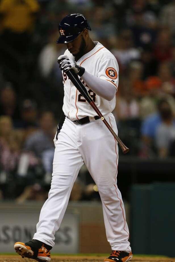 Astros first baseman Jon Singleton (28) walks back to the dugout after striking out. Photo: Karen Warren, Houston Chronicle