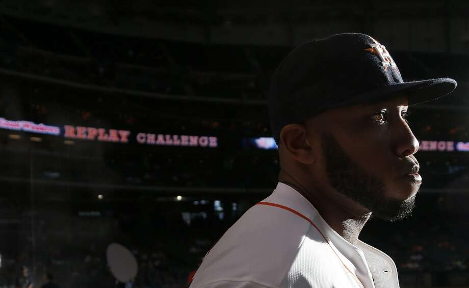 Astros first baseman Jon Singleton (28) runs out of the dugout to stretch. Photo: Karen Warren, Houston Chronicle