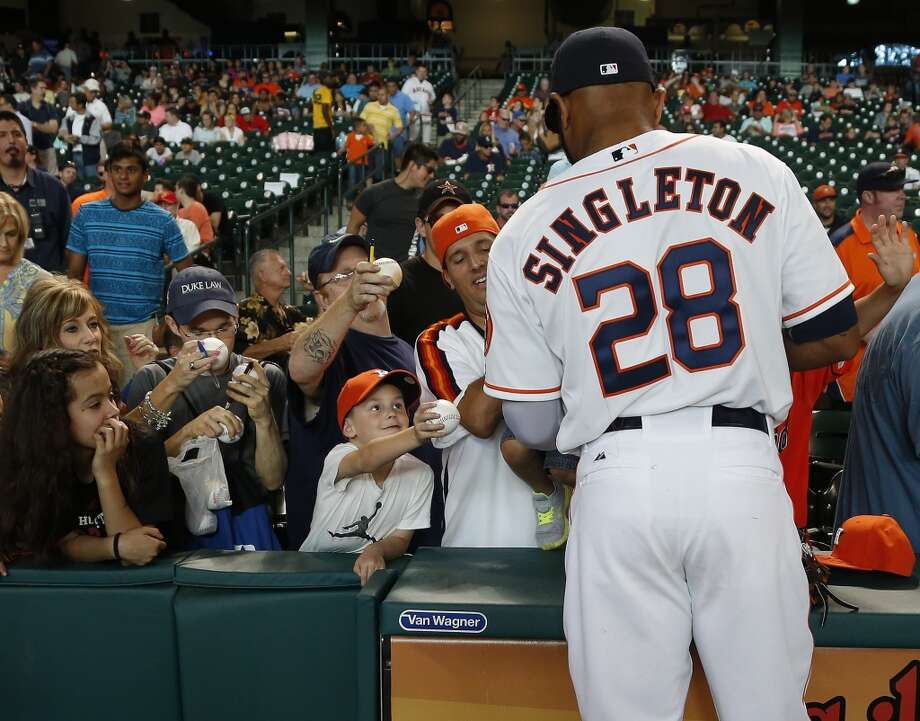 Astros first baseman Jon Singleton (28) signs autographs. Photo: Karen Warren, Houston Chronicle