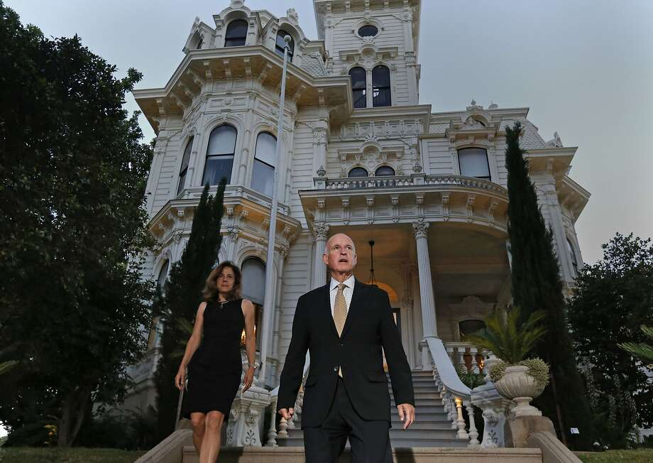 Gov. Jerry Brown and wife Anne Gust-Brown stand in front of the Governor's Mansion near the State Capitol in June 2014. Photo: Michael Macor, The Chronicle