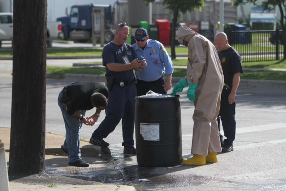 Crews work to clean up a chemical spill on Lathrop near I-10. Photo: Cody Duty / Houston Chronicle