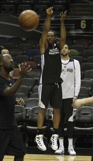 Spurs Kawhi Leonard Takes A Shot During The Nba Finals