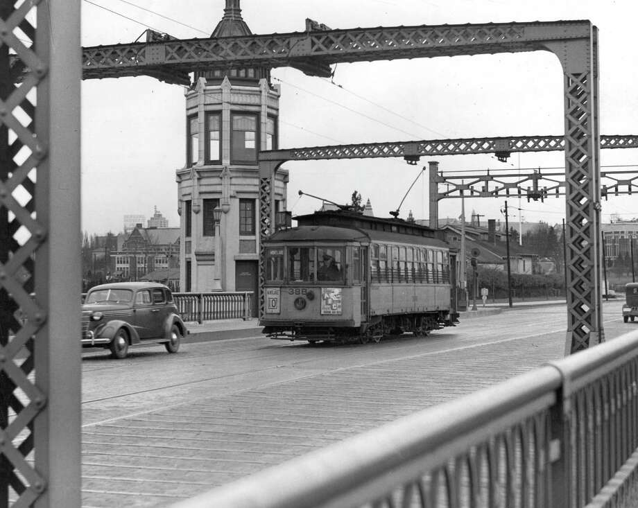January 25, 1940- A photo of the street cars that crossed the Montlake Bridge. Photo: FILE PHOTO, SEATTLEPI.COM / SEATTLEPI.COM