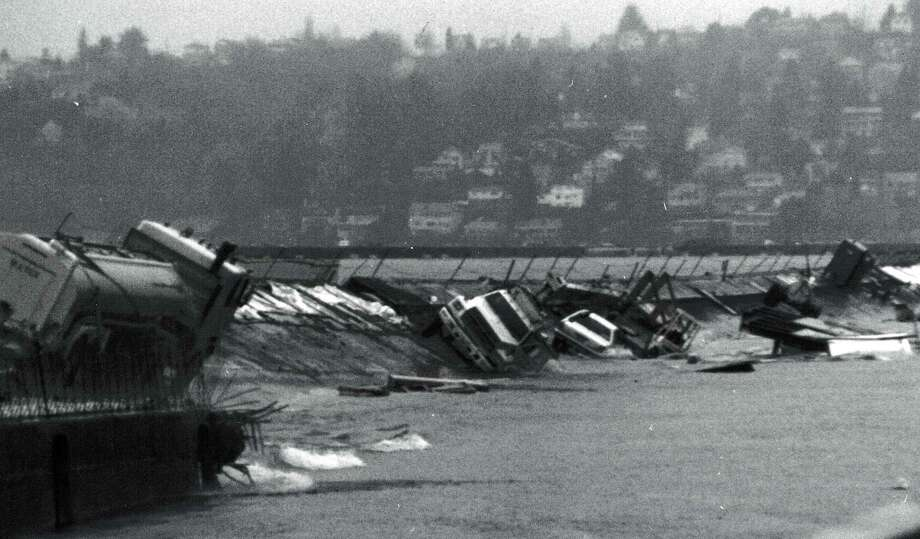 December 20, 1990 - Gone: ...and then dumps a car, trucks and other construction equipment to the bottom of Lake Washington. Photo: FILE PHOTO, SEATTLEPI.COM / SEATTLEPI.COM