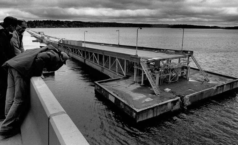 November 25, 1990- Portions of the I-90 bridge sank to the bottom of Lake Washington. Photo by Cary Tolman. Photo: FILE PHOTO, SEATTLEPI.COM / SEATTLEPI.COM
