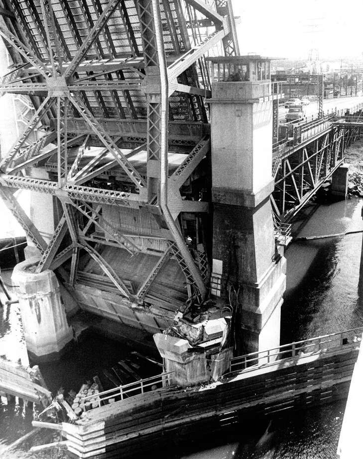 June 1978- Structural pieces are twisted and the concrete pier is destroyed on the West Seattle Bridge after an accident. Photo by  Bob Miller. Photo: FILE PHOTO, SEATTLEPI.COM / SEATTLEPI.COM