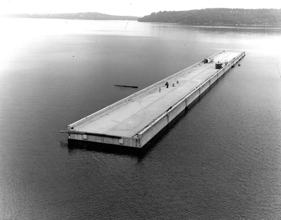 August 18, 1981- A pontoon of the Mercer Island bridge sits south of Seward Park in Lake Washington. Photo: FILE PHOTO, SEATTLEPI.COM / SEATTLEPI.COM