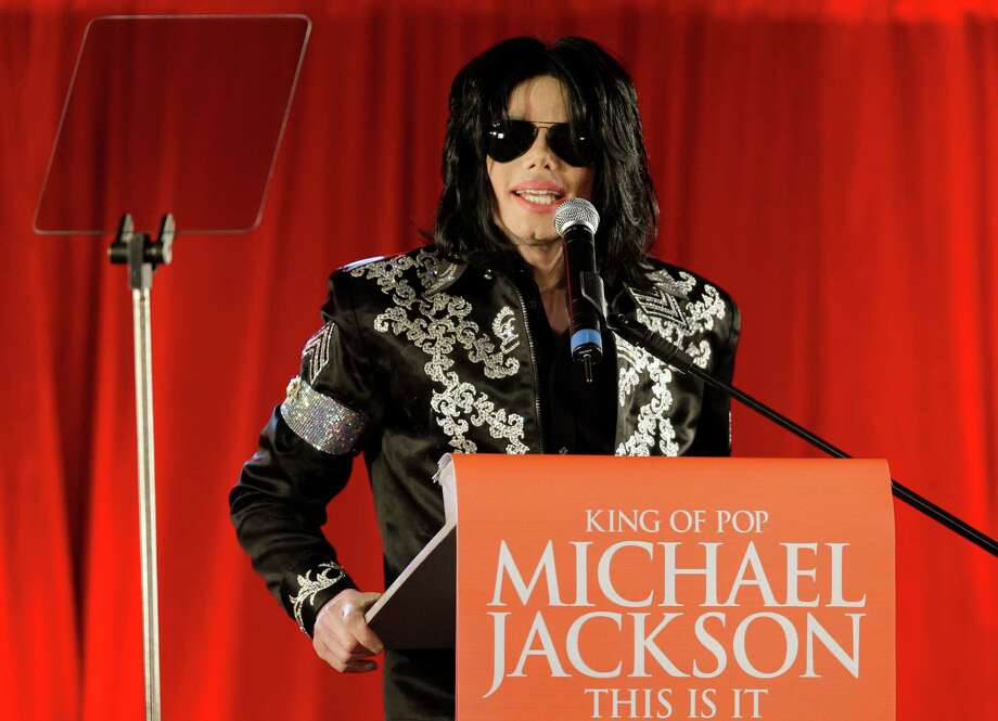 Article: Michael JacksonNo. of revisions: 27,050 Photo: Joel Ryan, STF / AP