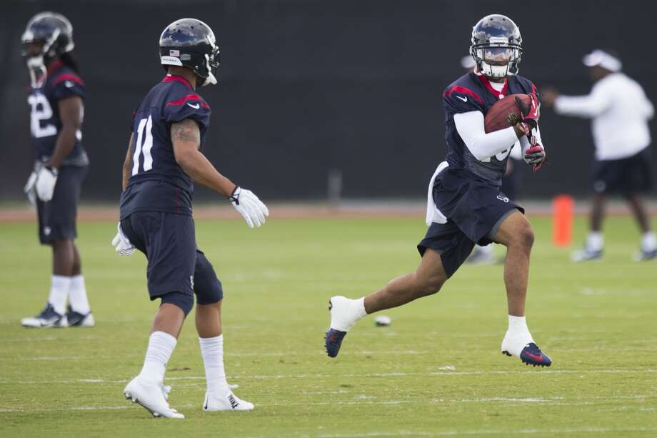 Wide receiver wide receiver Alan Bonner, right, runs past DeVier Posey (11) during special teams drills. Photo: Brett Coomer, Houston Chronicle