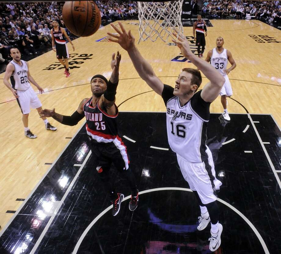 Fans in New Zealand might take a longer lunch break to see Aron Baynes from his native Gisborne, tip-off will be on Friday at 1 p.m. Photo: Express-News