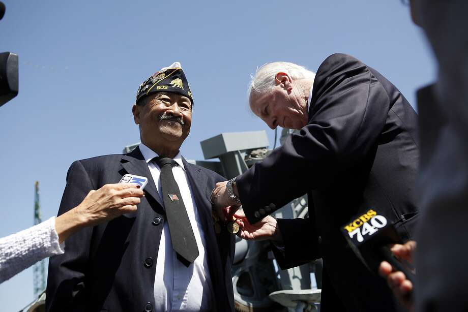 Vietnam War veteran Warlito Moises (left) receives medals from fellow Vietnam veteran Rep. Mike Thompson. Photo: Michael Short, The Chronicle
