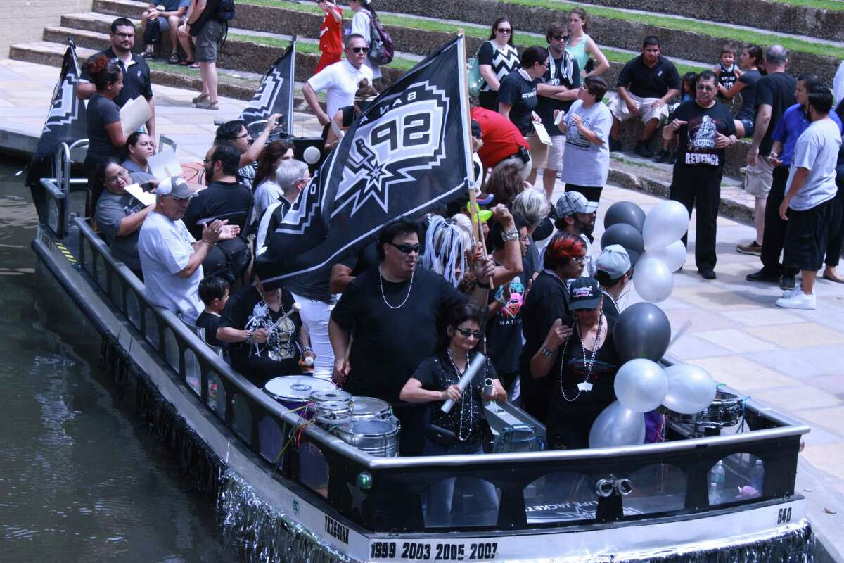 Fans wore thier gear and brought flags to the Rio Rally.