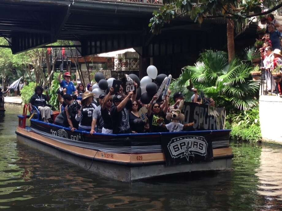 Fans rode boats and showed their support for the Spurs along the Riverwalk, hours before the start of Game 1 of the NBA Finals. Photo: Rebecca Salinas/Express-News