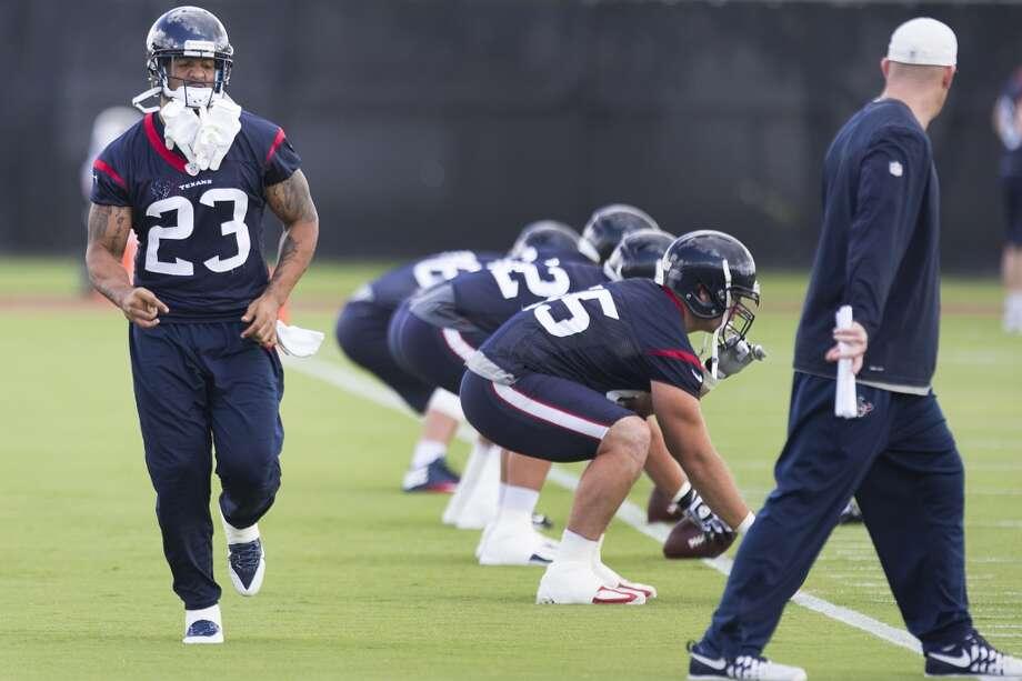 Running back Arian Foster (23) runs across the field. Photo: Brett Coomer, Houston Chronicle
