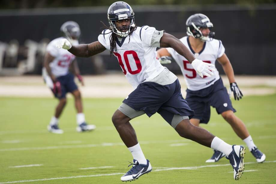 Linebacker Jadeveon Clowney (90) drops back into pass coverage. Photo: Brett Coomer, Houston Chronicle