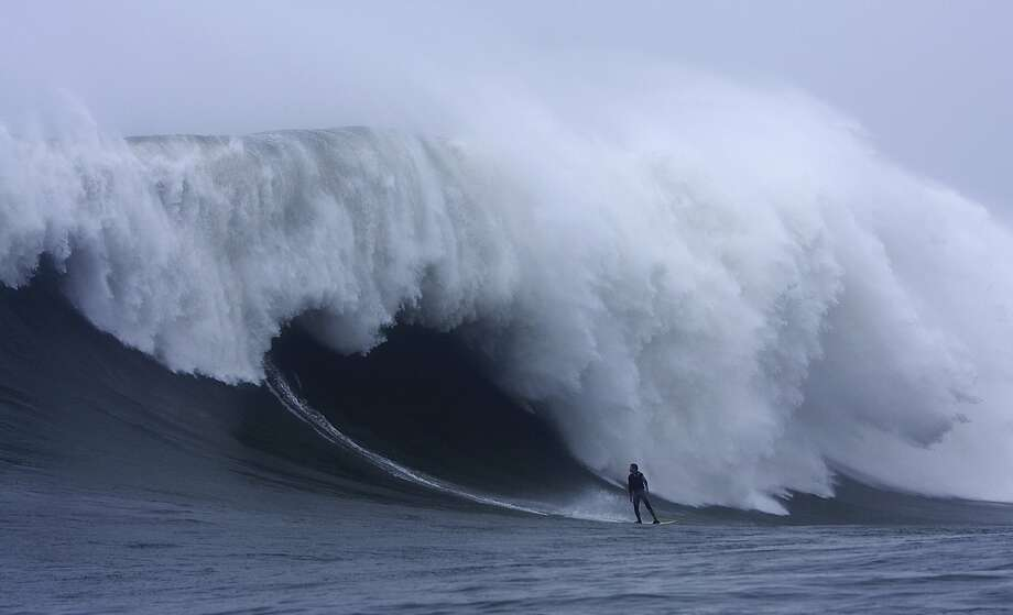 Darryl Virostko, known as Flea, caught big-wave action at world-famous Mavericks on Dec. 4, 2007. Photo: Frank Quirarte, Special To The Chronicle