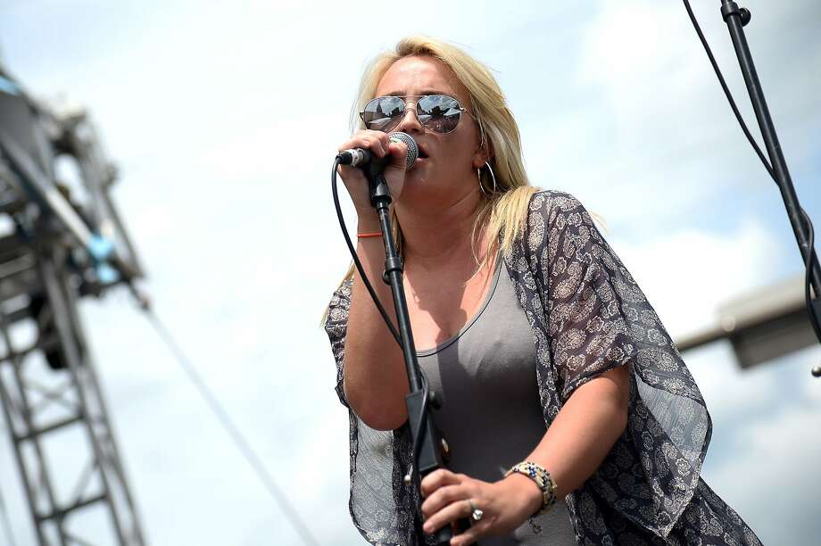 "Jamie Lynn Spears steps out from her sister's shadow and performs at the Hard Rock Cafe on Wednesday  in Nashville. Spears' new EP ""The Journey"" debuted at No. 24 on the Billboard country albums chart. Photo: Michael Loccisano, Getty Images"