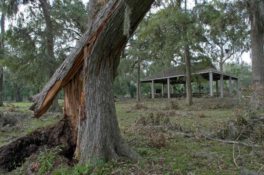 """Landfall Point:AngletonEstimated Insurance Industry Losses: $70-$75 billion(Source: The 100 Year Hurricane,"""" Karen Clark & Company risk assessment) Photo: Steve Ueckert, Houston Chronicle / Houston Chronicle"""