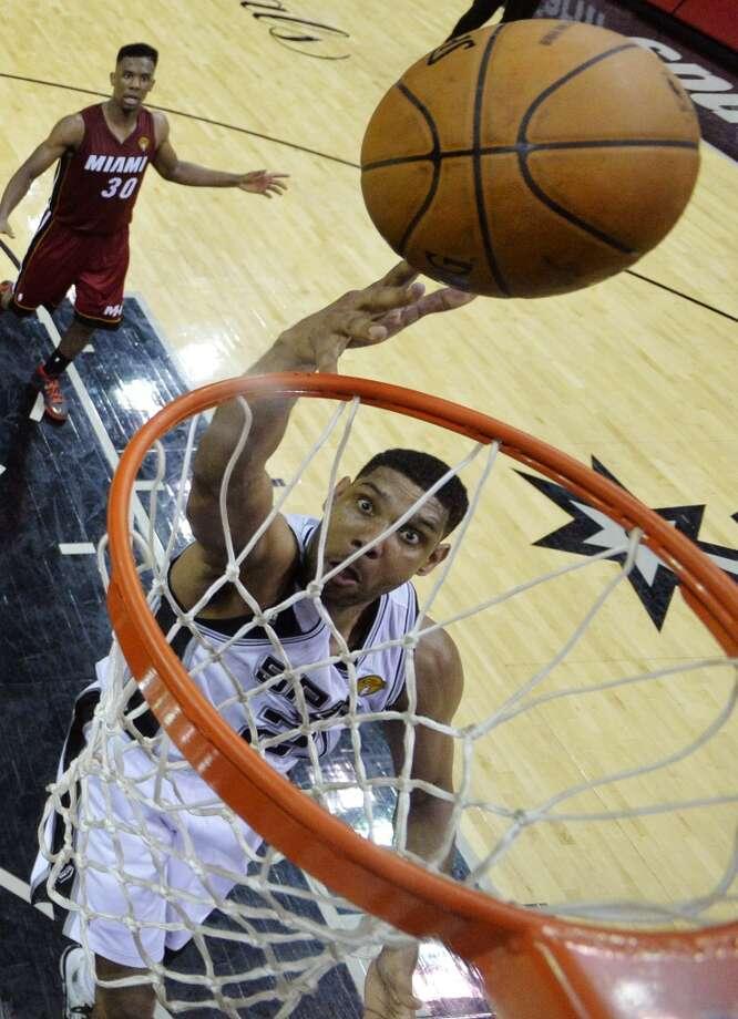 Spurs forward Tim Duncan shoots against the Heat. Photo: Soobum Im, Associated Press