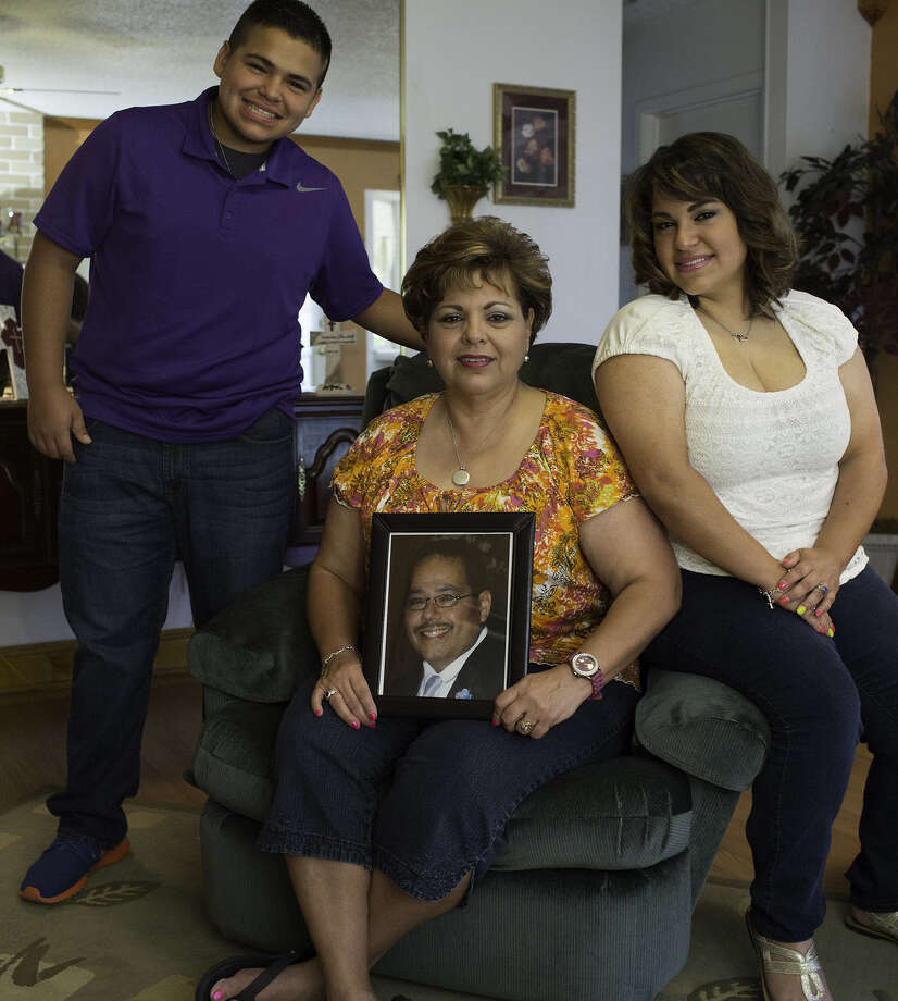 Florence Casas holds a photo of her husband, Richard, who was hit and killed by a habitual drunken driver. Flanking her are her son, Victor, 14, and Sabrinda, 19. Photo: J. Michael Short / For The Express-News / ©2014 J. MICHAEL SHORT;
