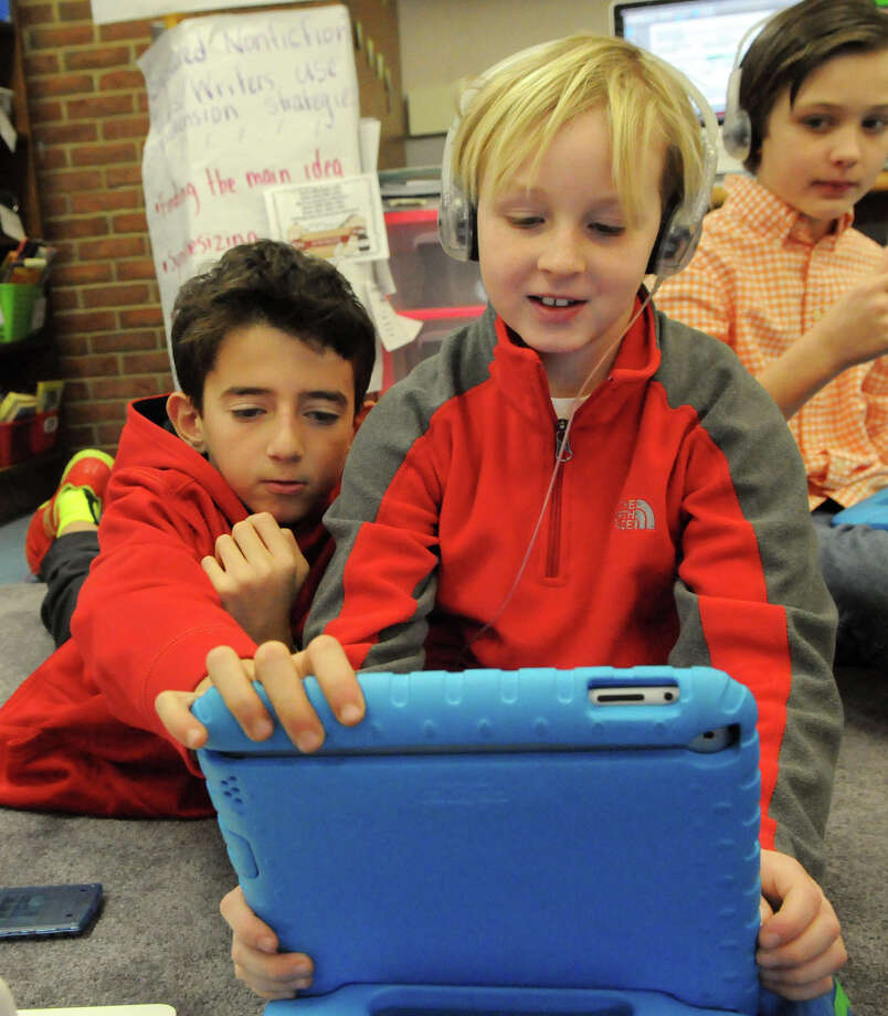 Parkway School fifth graders Colin Speaker, left, and Dylan Kronengold work together on a problem in a math class earlier this year. Photo: Keelin Daly / Stamford Advocate Freelance