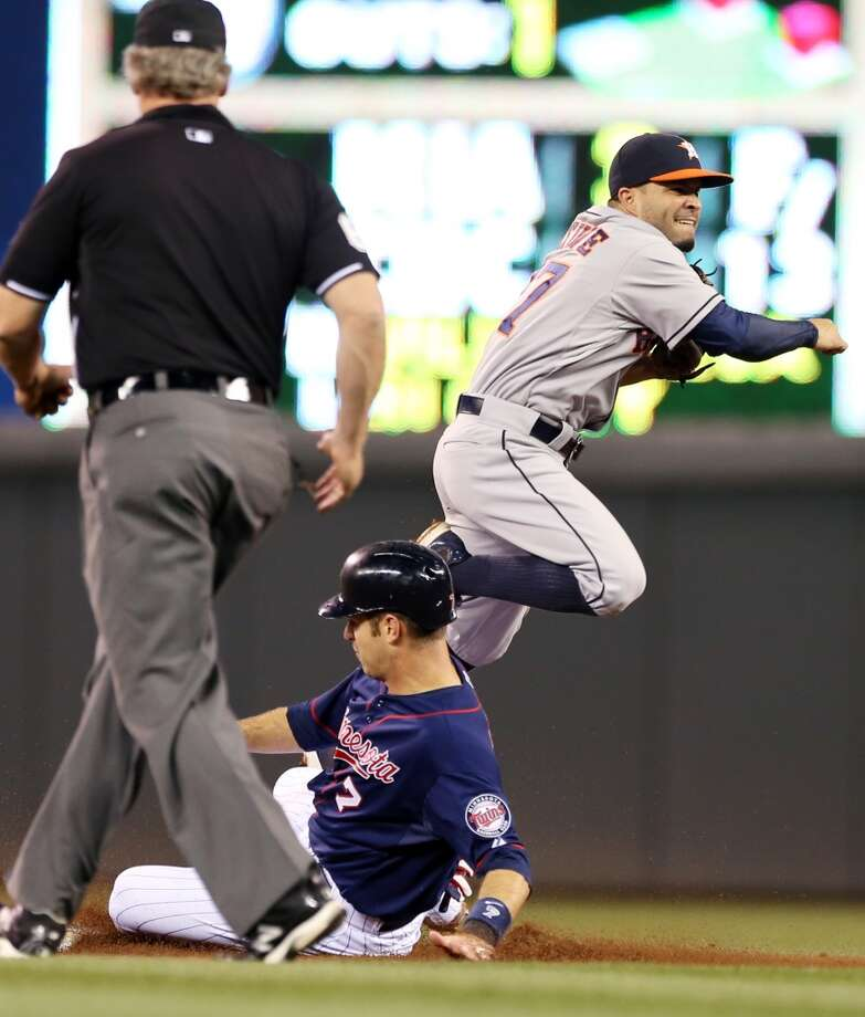 Jose Altuve, right, completes a double play. Photo: Jim Mone, Associated Press