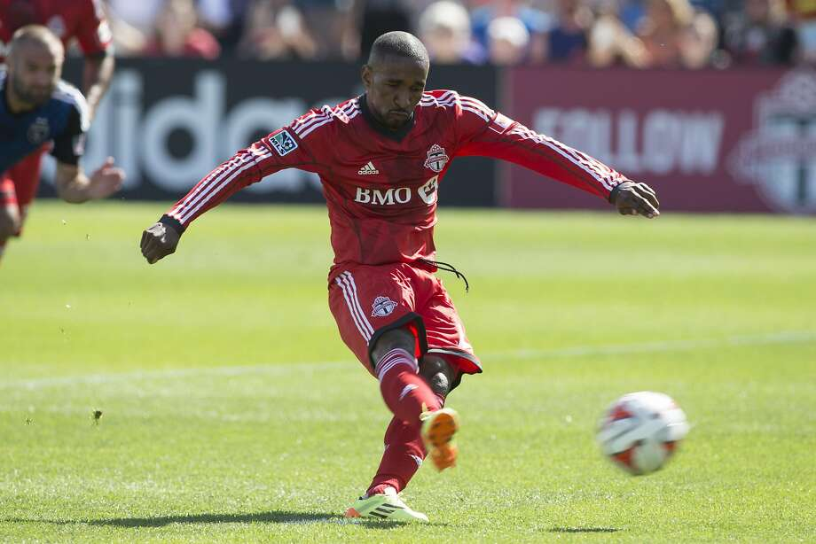 Jermain Defoe scores on a penalty kick in the 26th minute of Toronto's 1-0 victory over the Quakes. The game was the last for both teams before MLS takes a break for the World Cup. Photo: Chris Young, Associated Press
