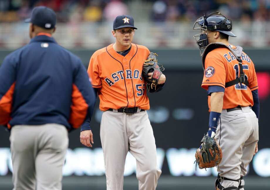 Astros relief pitcher Paul Clemens looks down before being pulled. Photo: Jim Mone, Associated Press