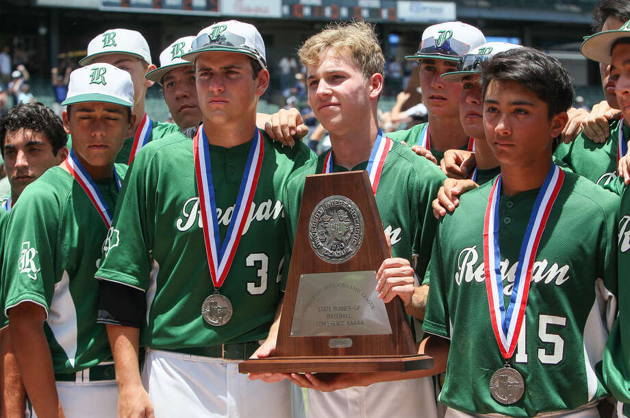 Reagan players accept their runner-up trophy and medals after their Class 5A state final loss to Flower Mound in Round Rock. Photo: Marvin Pfeiffer / San Antonio Express-News / Express-News 2014