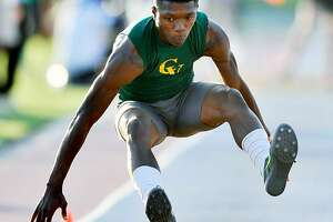 Sasha Wallace, Nate Moore help Oregon to track titles - Photo