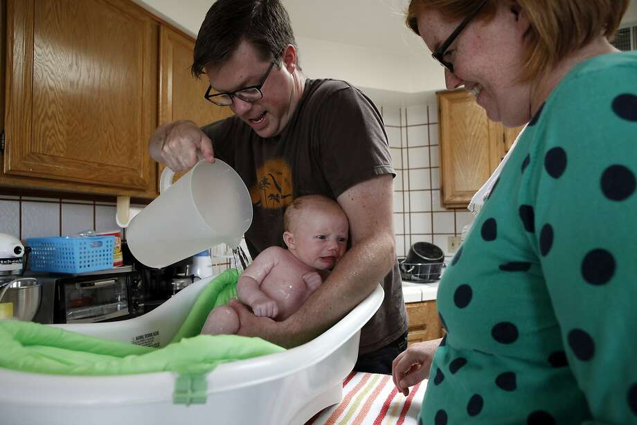 To help save water, S.F. residents Josh and Cynthia Kelly use a pitcher of water to bathe their 3-month-old daughter, Eleanor. Photo: Michael Short, The Chronicle