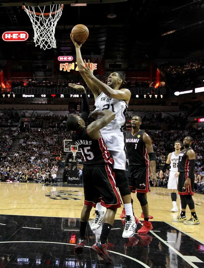 Tim Duncan goes to the basket against Mario Chalmers during Game 2. Photo: Andy Lyons, Getty Images