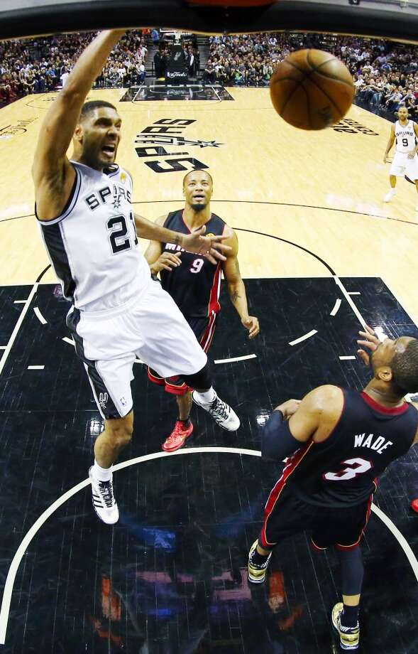 Tim Duncan dunks as Dwyane Wade looks on during Game 2. Photo: Andy Lyons, Associated Press