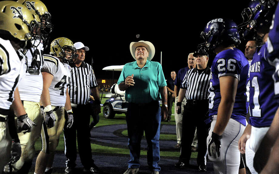 Former Houston Oilers coach, Bum Phillips tosses the coin before the PN-G vs Nederland Mid-County Madness game at Port Neches-Groves High School in Port Neches Friday, September 30, 2011. Tammy McKinley/The Enterprise Photo: TAMMY MCKINLEY, BE Staff / Beaumont Enterprise