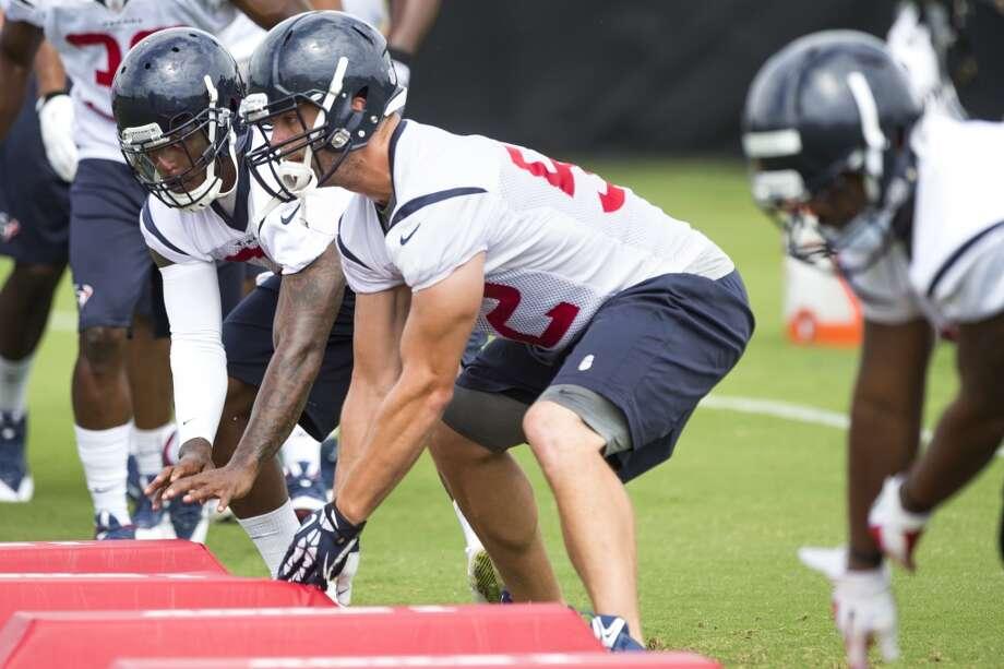 Texans linebacker Jeff Tarpinian (52) runs a drill. Photo: Brett Coomer, Houston Chronicle