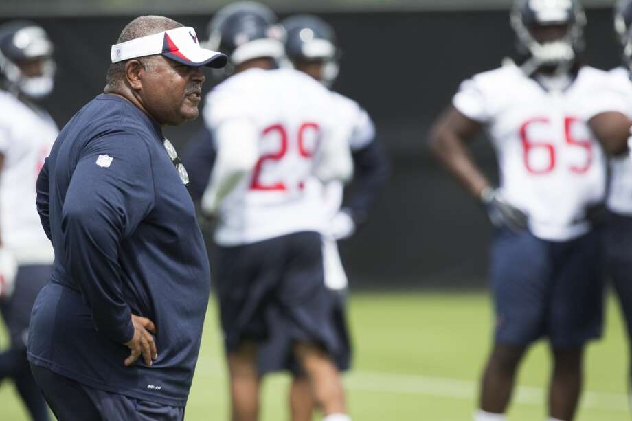 Texans defensive coordinator Romeo Crennel watches practice. Photo: Brett Coomer, Houston Chronicle
