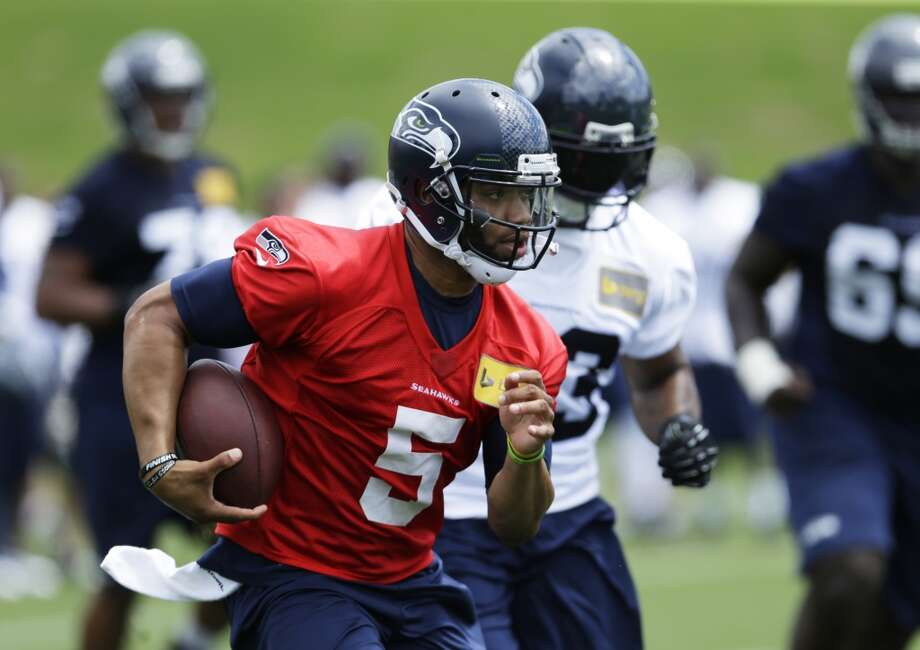 Seattle Seahawks backup quarterback B.J. Daniels keeps the ball during a practice drill at Seahawks OTAs on Monday. Photo: Ted S. Warren, Associated Press