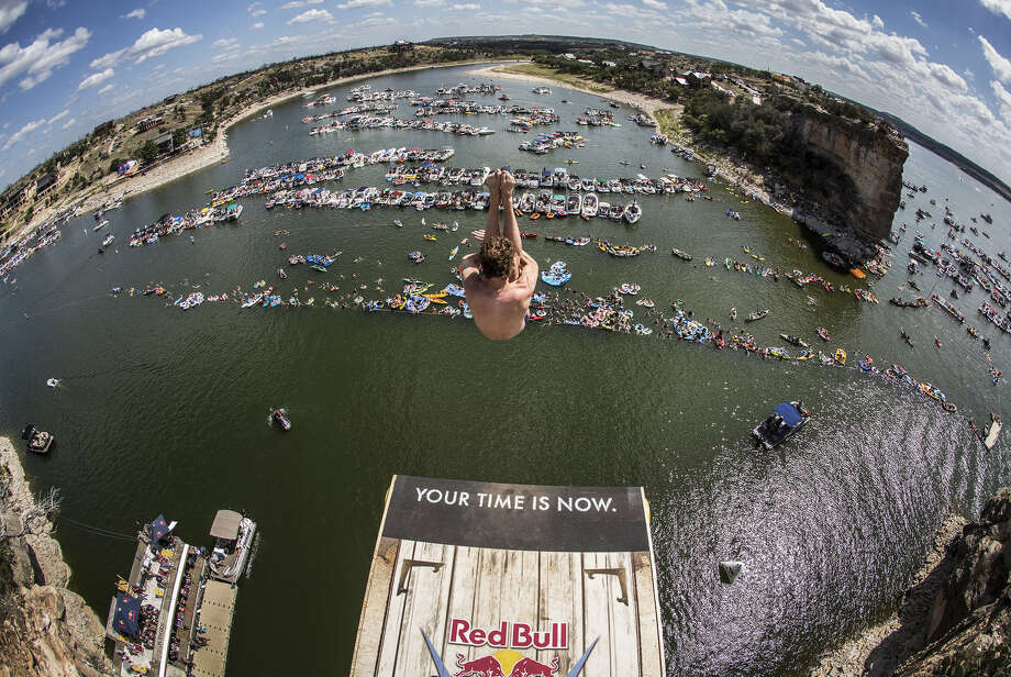Gary Hunt of the UK dives from the 28-meter platform at Hells Gate during the second stop of the Red Bull Cliff Diving World Series, Possum Kingdom Lake, Texas, on June 7, 2014. Photo: Romina Amato, Courtesy Of Red Bull Cliff Diving / Romina Amato / Red Bull