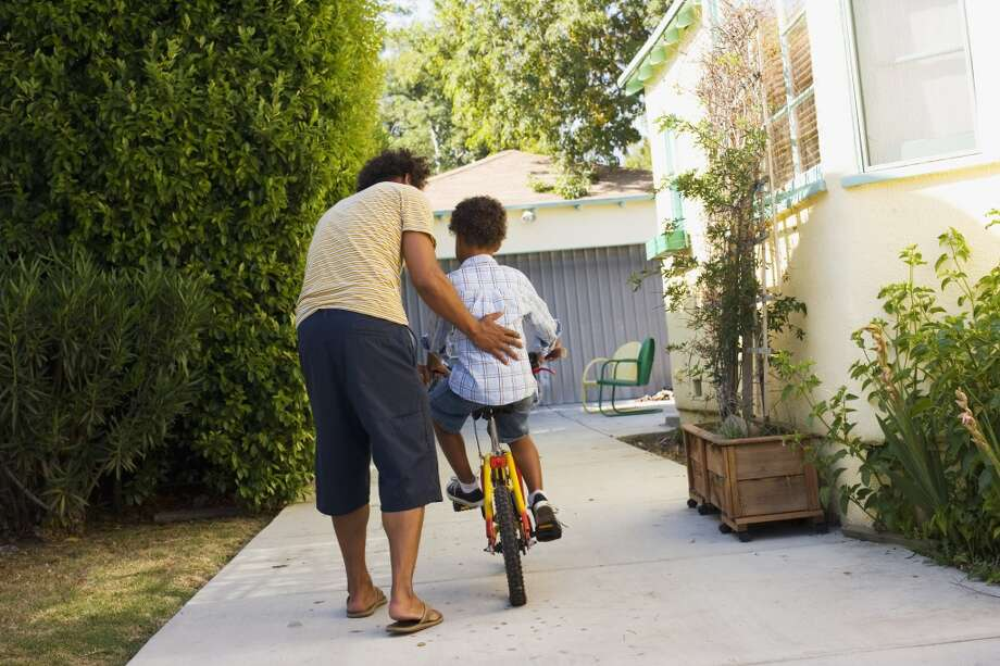 How to teach a kid to ride a bike. Photo: Sam Edwards, Getty Images/OJO Images RF