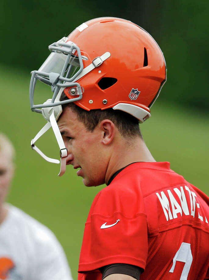 Cleveland Browns quarterback Johnny Manziel (2) takes a break during a mandatory minicamp practice at the NFL football team's facility in Berea, Ohio Tuesday, June 10, 2014. Photo: Mark Duncan, AP / AP