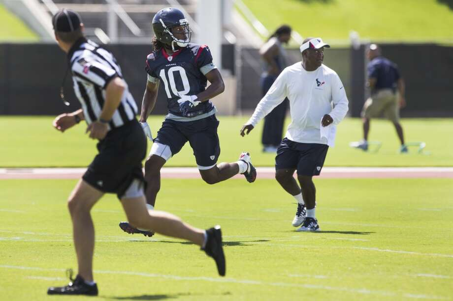 Texans wide receiver DeAndre Hopkins (10) runs downfield for a pass. Photo: Brett Coomer, Houston Chronicle