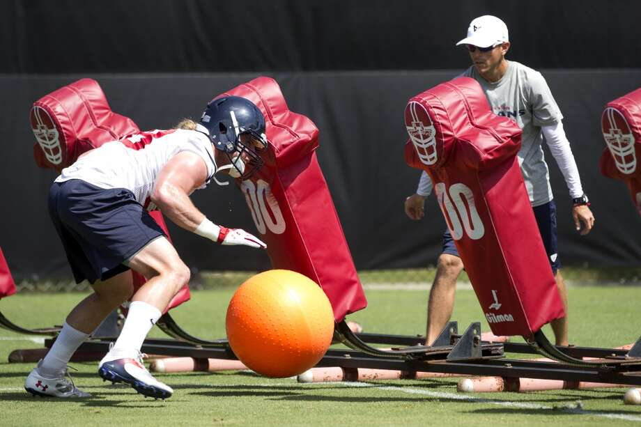Texans linebacker Brooks Reed runs a drill. Photo: Brett Coomer, Houston Chronicle