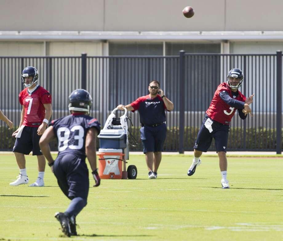 Texans quarterback Tom Savage 93) throws a pass to wide receiver Kofi Hughes (83). Photo: Brett Coomer, Houston Chronicle